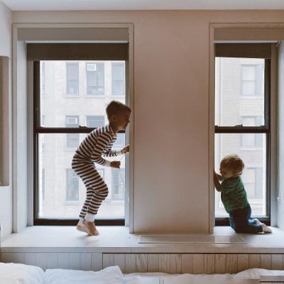 Kaip užmigdyti vaikus, kurie dalijasi vienu kambariu?