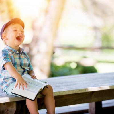 Kaip girti vaikus, kad jie pasitikėtų savimi?